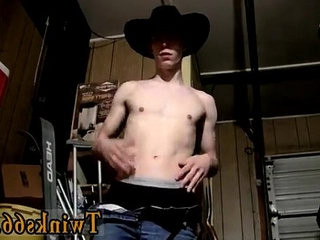 Twinks gay boys video Pissing And Cumming In The Garage | boys   cums   gays tube   pissing   twinks