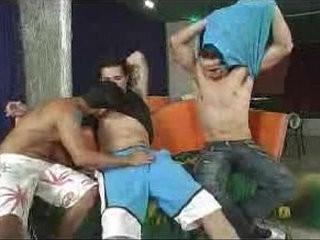 Trio de brasileiros trepando gostoso | threesome  trio man